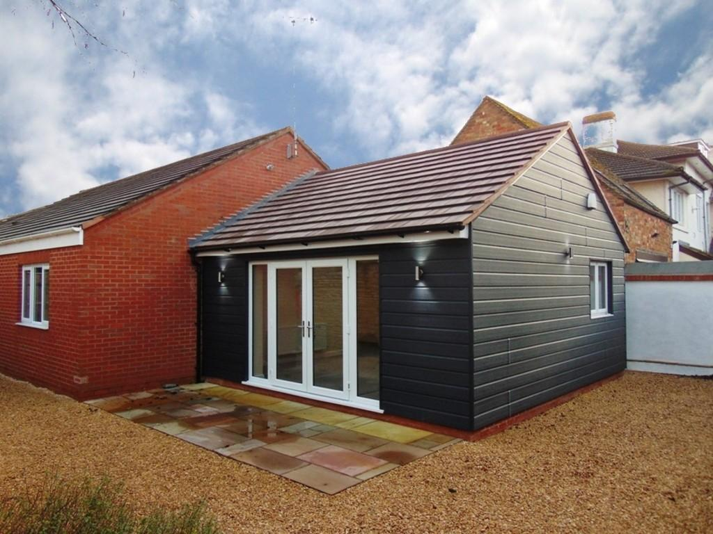 3 Bedrooms Semi Detached Bungalow for sale in Three Cocks Lane, Offenham