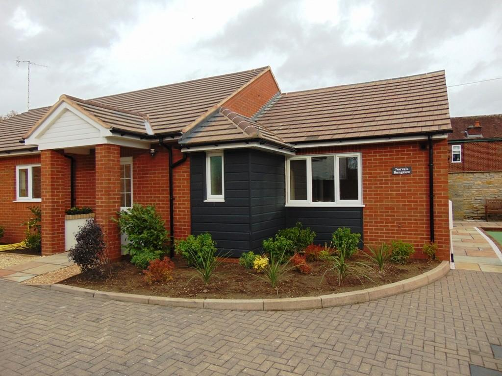 2 Bedrooms Semi Detached Bungalow for sale in Three Cocks Lane, Offenham