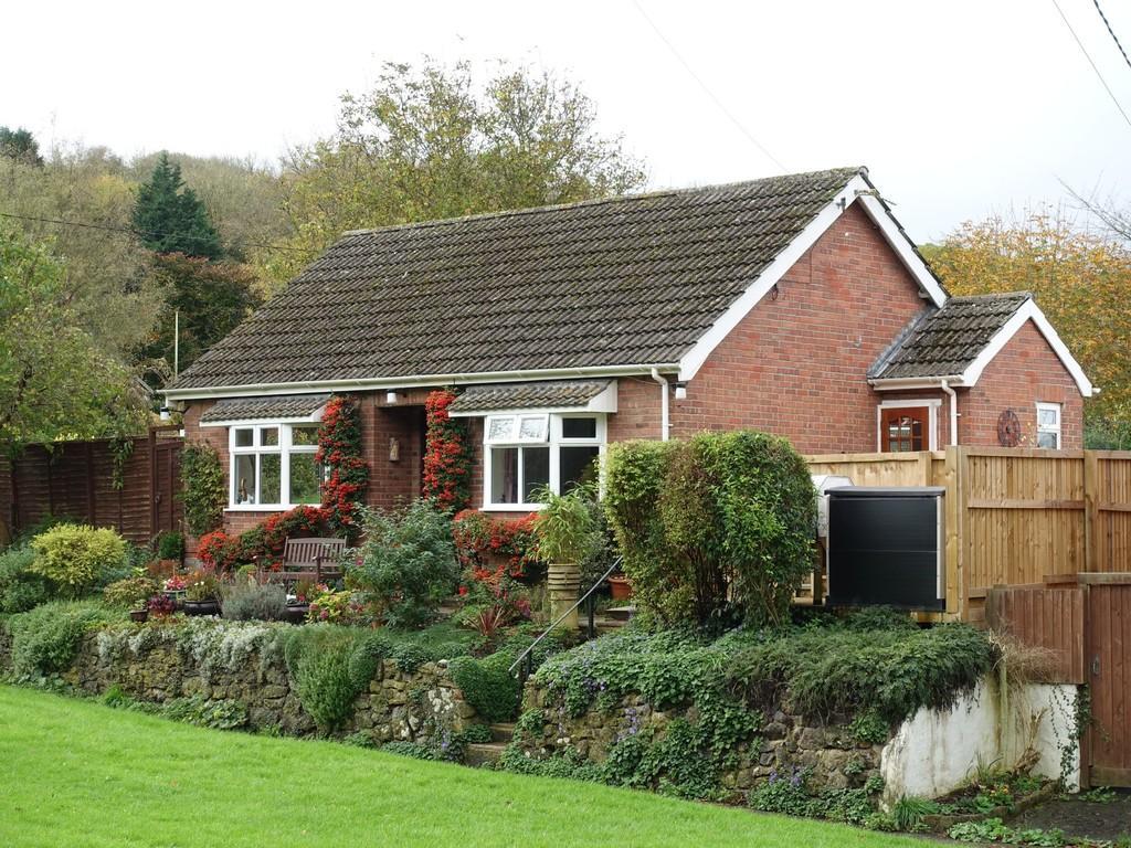 3 Bedrooms Detached Bungalow for sale in Edington, Westbury