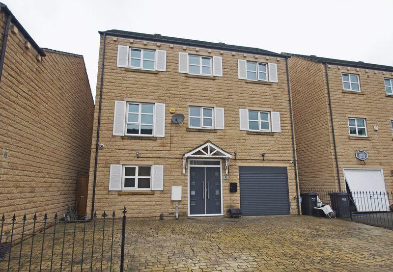 4 Bedrooms Detached House for sale in 52 Copley Drive, Copley, HX3 0US