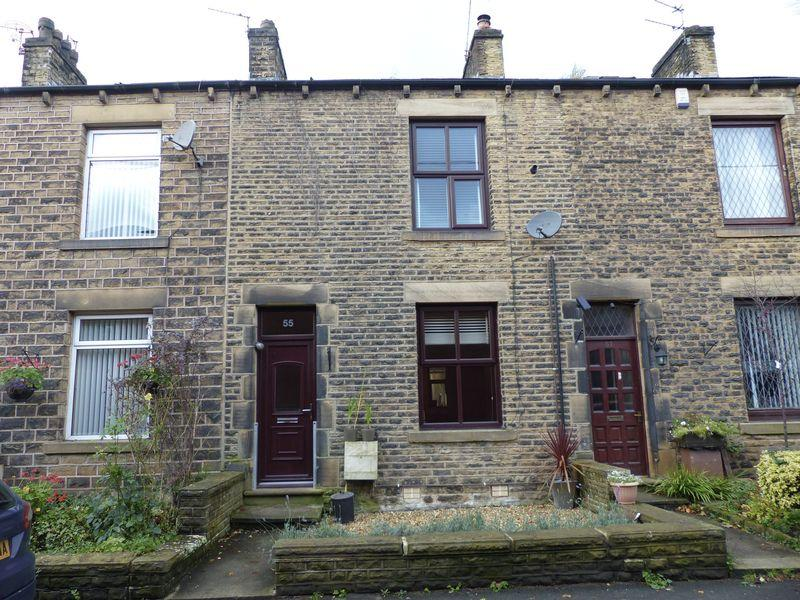 3 Bedrooms Terraced House for sale in Delph New Road, Delph