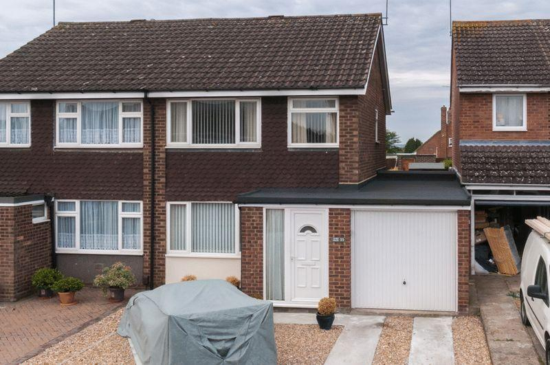 3 Bedrooms Semi Detached House for sale in Linden Avenue, Higham Ferrers