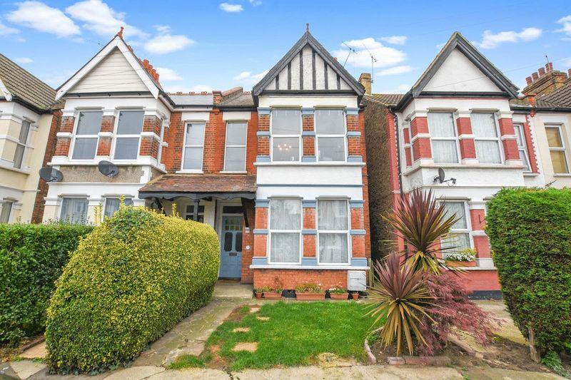 2 Bedrooms Apartment Flat for sale in Albion Road, Westcliff-On-Sea