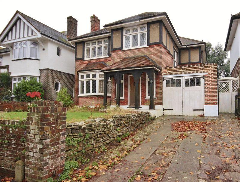 4 Bedrooms Detached House for sale in Castle Lane East, Iford, Bournemouth