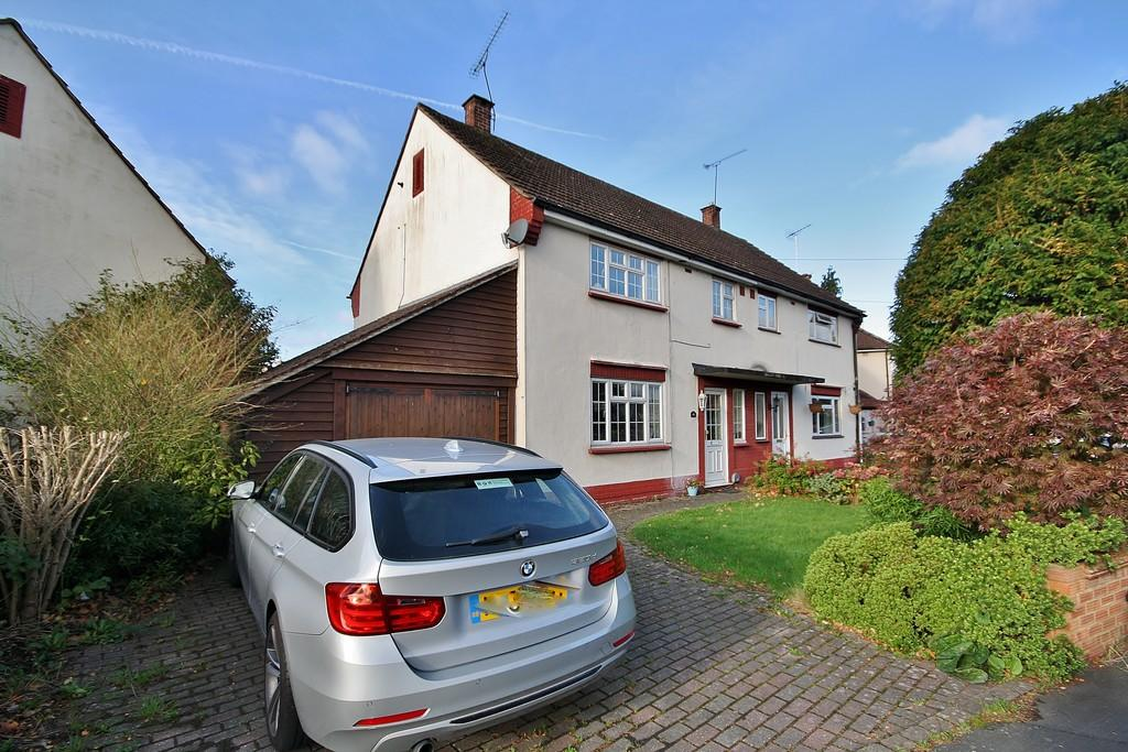 3 Bedrooms Semi Detached House for sale in Horsell, Woking