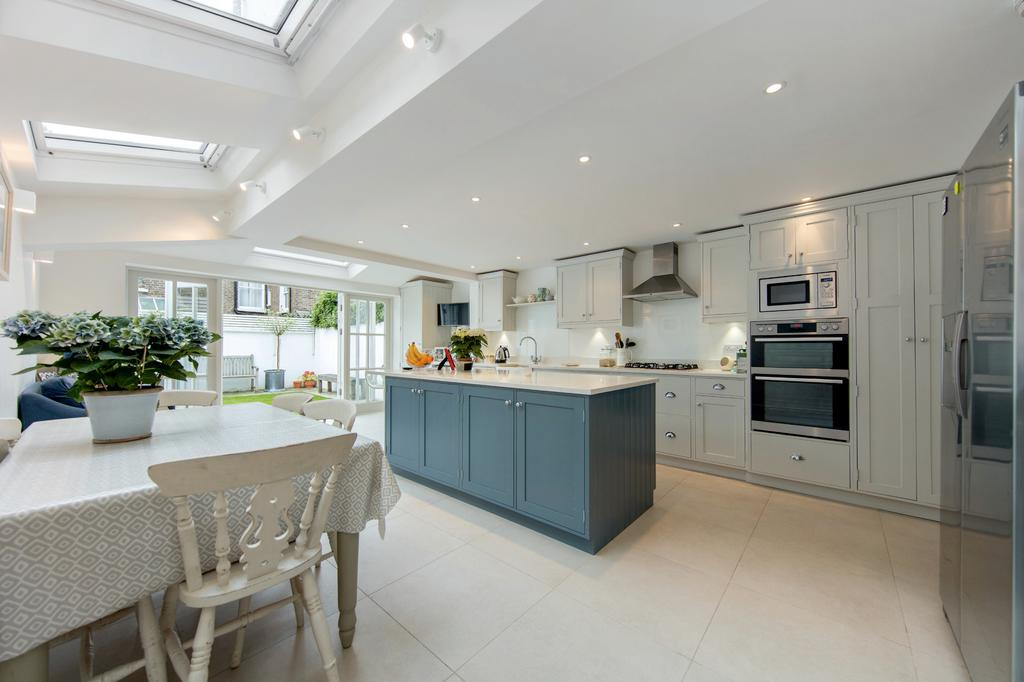 4 Bedrooms Terraced House for sale in Averill Street, Hammersmith, London
