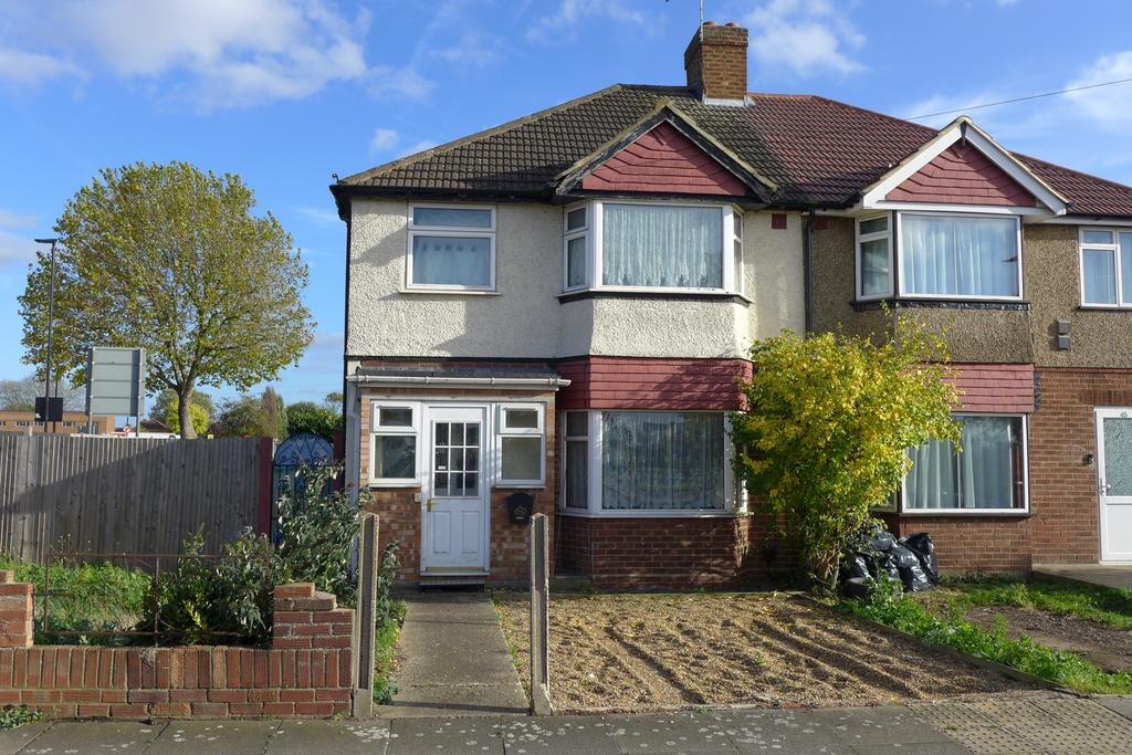 3 Bedrooms Semi Detached House for sale in West View, Feltham