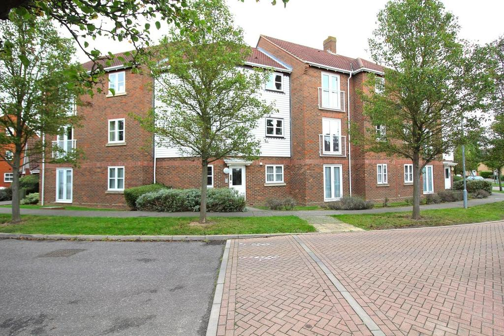 2 Bedrooms Apartment Flat for sale in Wickham Crescent, Chelmsford, Essex, CM1