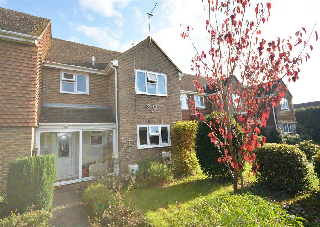 3 Bedrooms Semi Detached House for sale in London Road, Hurst Green