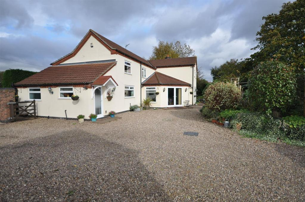 3 Bedrooms Detached House for sale in Besthorpe Road, North Scarle, Lincoln