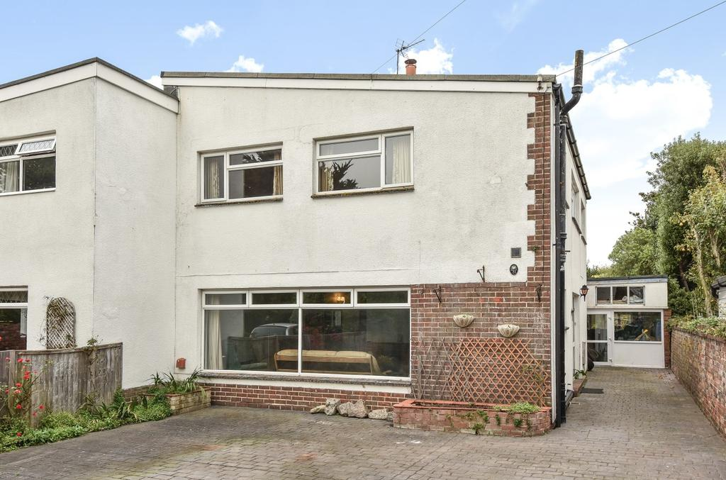 3 Bedrooms Semi Detached House for sale in Alexandra Avenue, Hayling Island, PO11