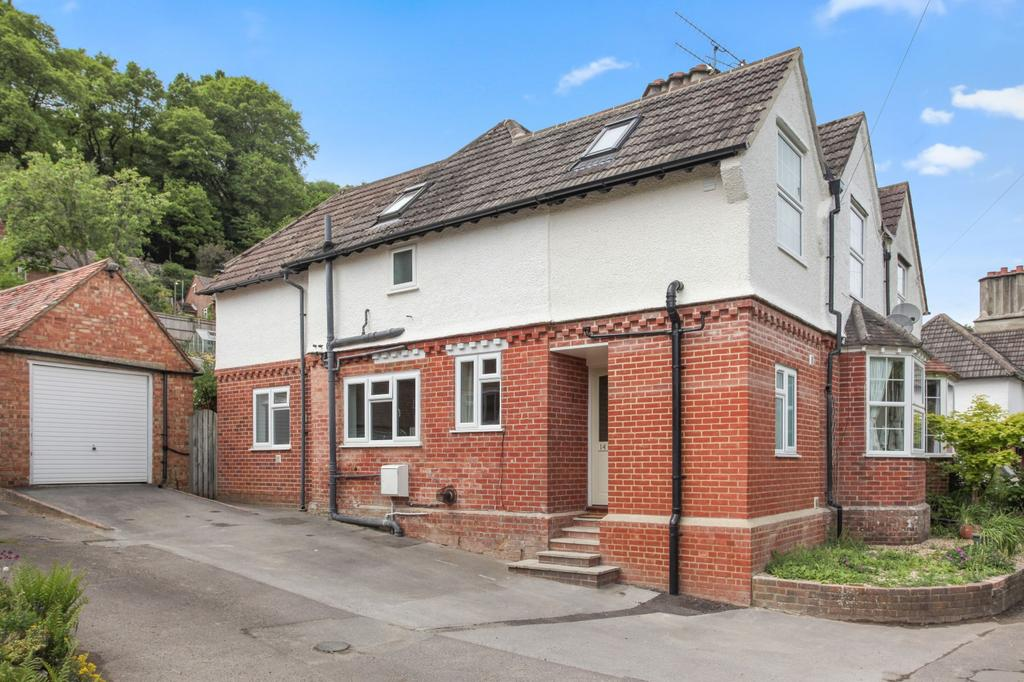 3 Bedrooms Semi Detached House for sale in Chilcroft Road, Haslemere, GU27