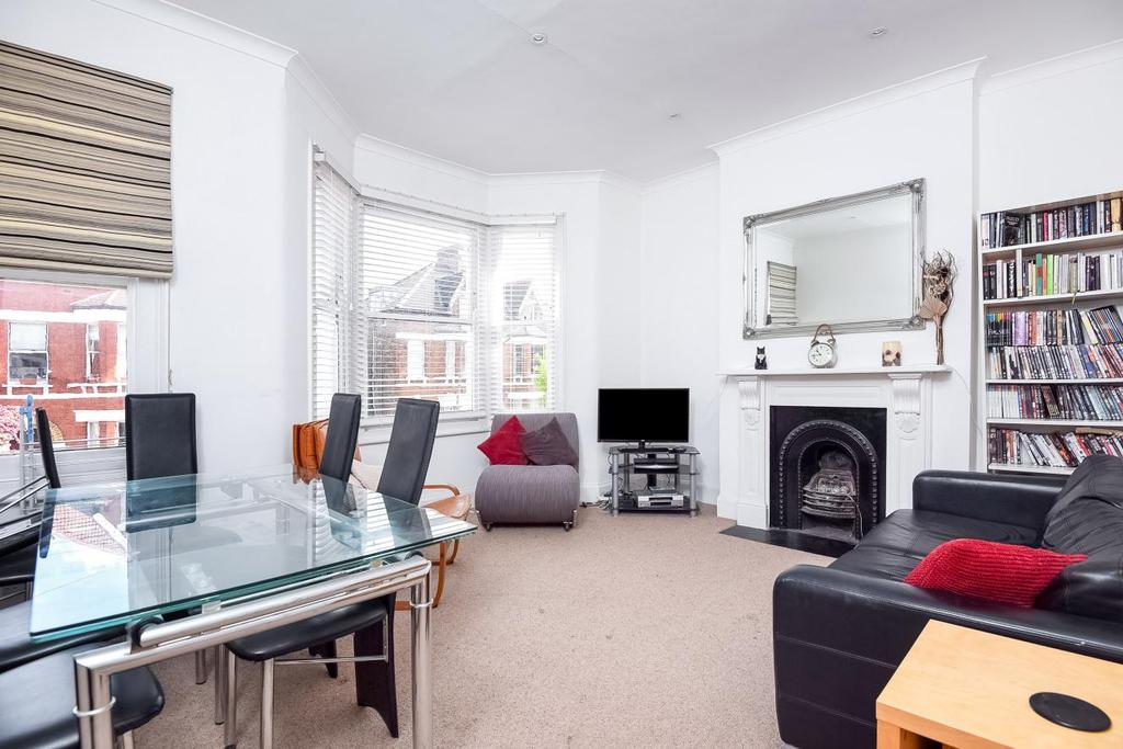 3 Bedrooms Flat for sale in Ormeley Road, Balham