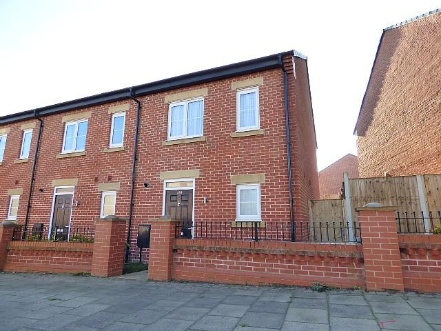 2 Bedrooms Mews House for sale in Plank Lane, Leigh