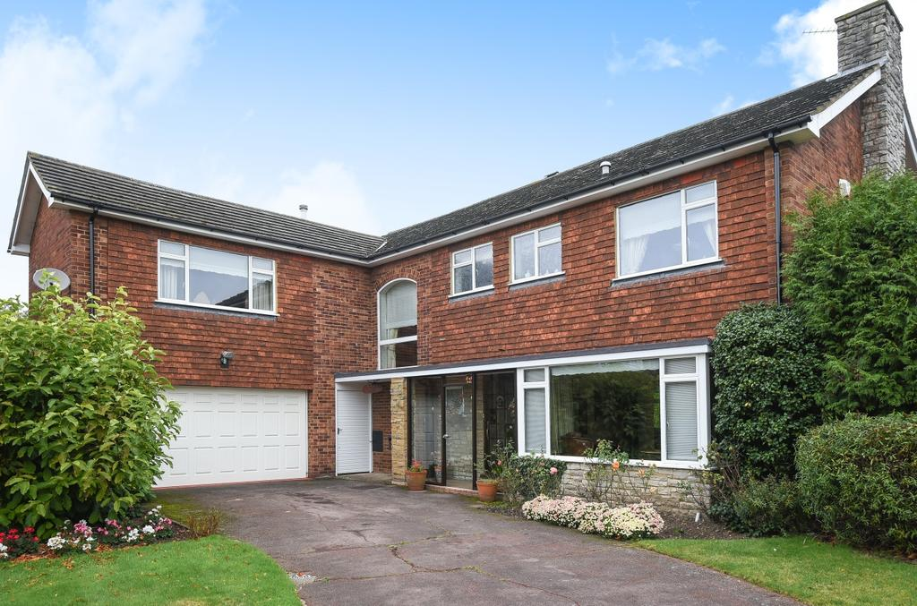 5 Bedrooms Detached House for sale in Lawn Close Bromley BR1