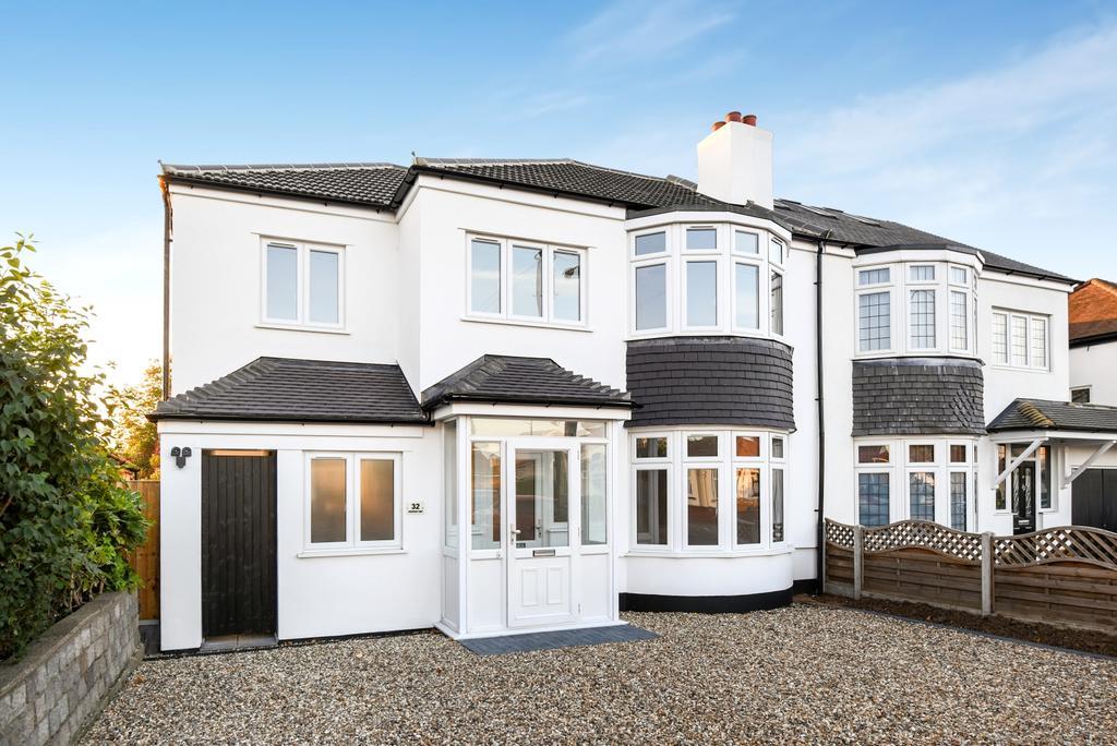 4 Bedrooms Semi Detached House for sale in Arbuthnot Lane Bexley DA5