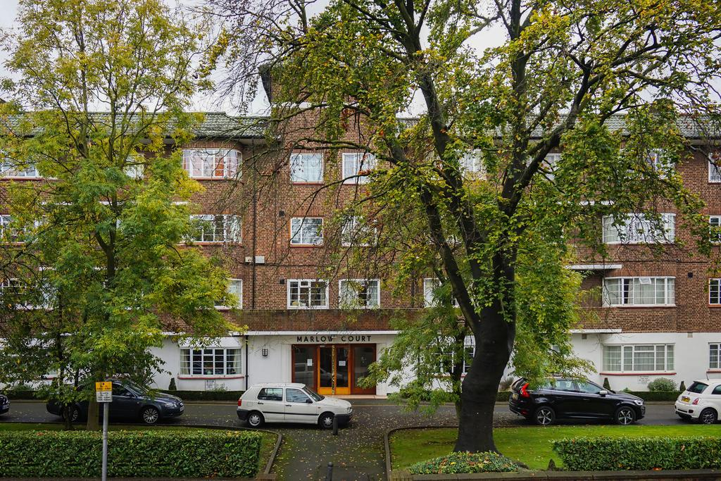 3 Bedrooms Flat for sale in Willesden Lane, NW6