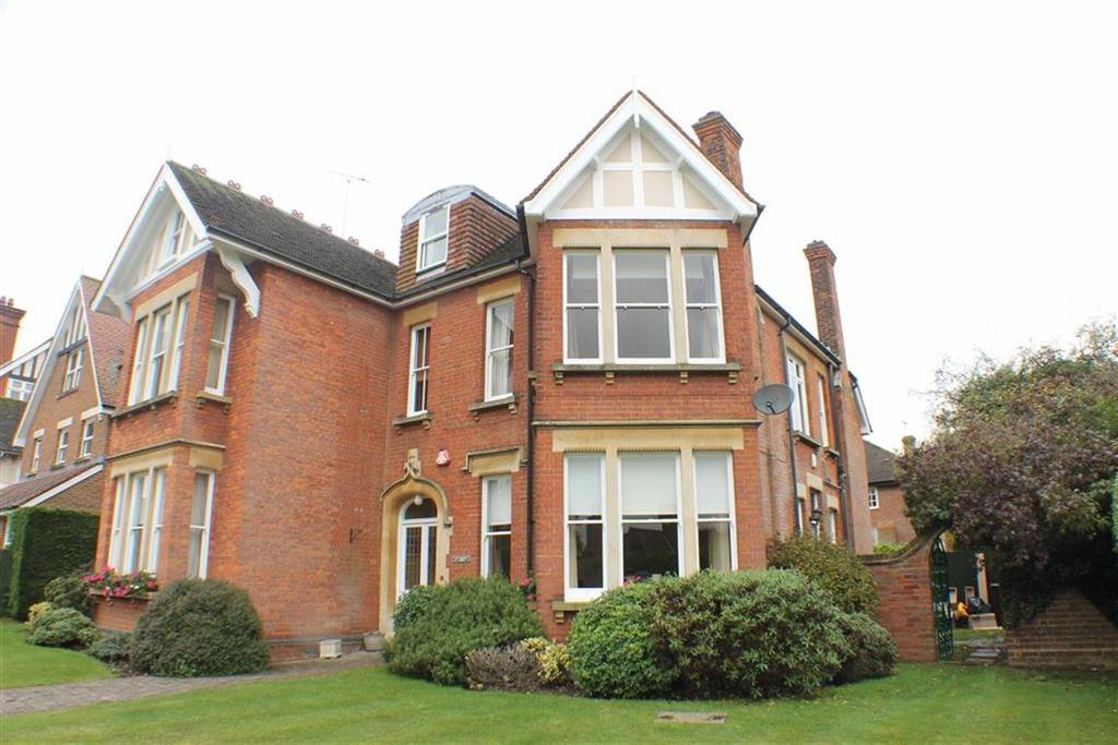 2 Bedrooms Flat for sale in 12 Kirkwick Avenue, Harpenden, Hertfordshire
