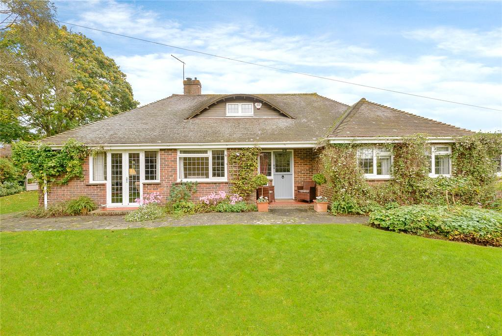 4 Bedrooms Detached House for sale in Church Road, North Mundham, Chichester, West Sussex