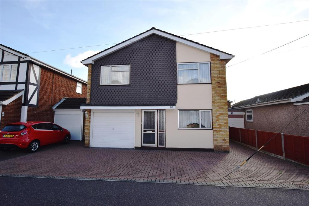4 Bedrooms Detached House for sale in Central Avenue, Canvey Island
