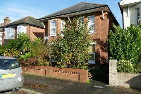 2 bedroom flat for sale - SPACIOUS GROUND FLOOR GARDEN APARTMENT WITH NEW LEASE - Winton