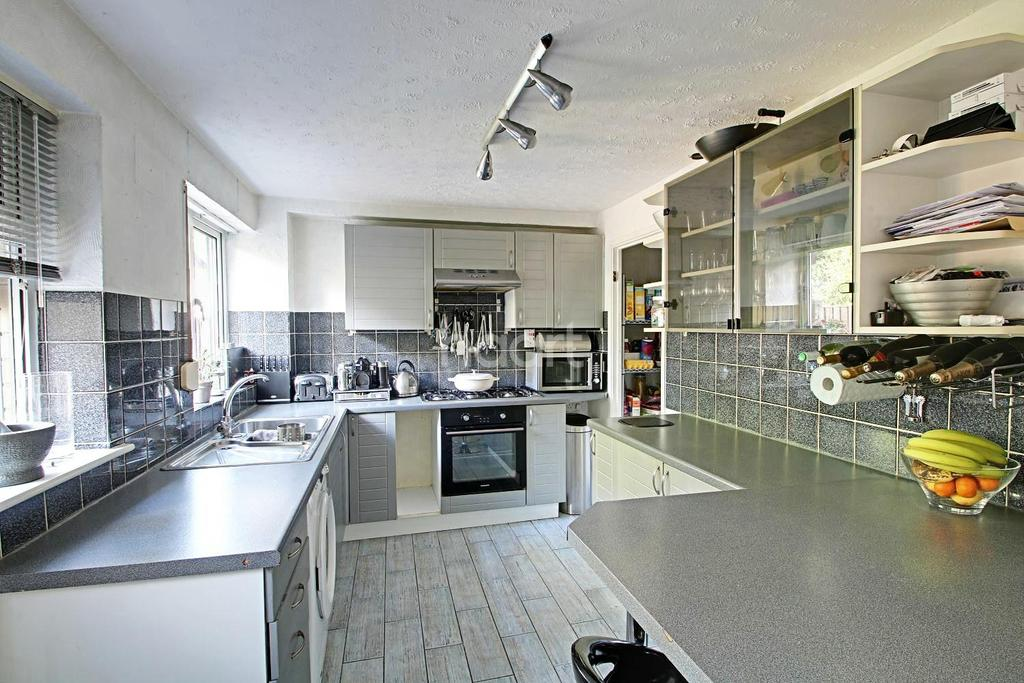 2 Bedrooms Terraced House for sale in Alma Road, Nottingham