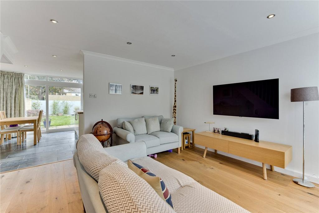 3 Bedrooms End Of Terrace House for sale in Weymede, West Byfleet, Surrey, KT14