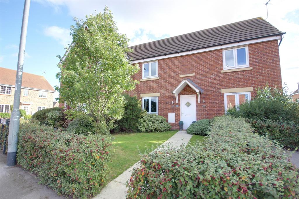 3 Bedrooms Semi Detached House for sale in Ruskin Way, Brough