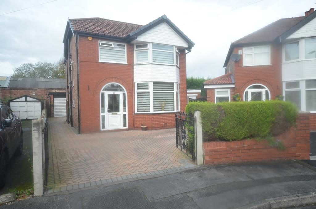 4 Bedrooms Detached House for sale in Upton Drive, Timperley, Cheshire, WA14