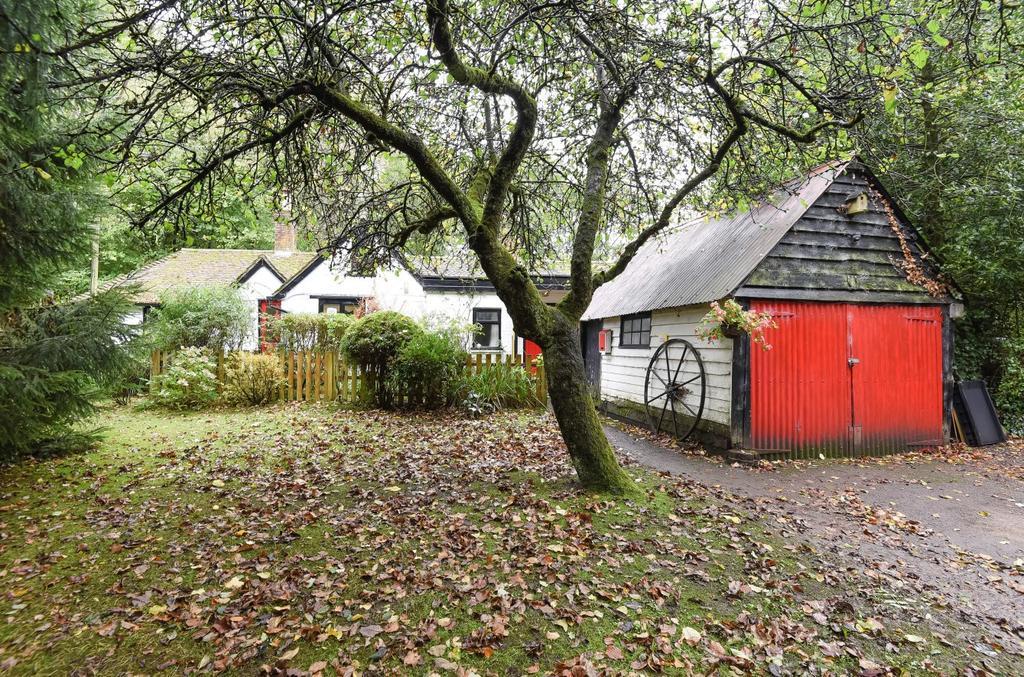 5 Bedrooms Detached House for sale in Harrow Lane, Petersfield, GU32