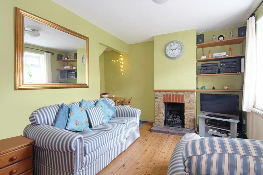 2 Bedrooms Terraced House for sale in Huntingfield Road, London