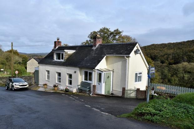 2 Bedrooms Detached House for sale in Felindre, Llandysul, Carmarthenshire