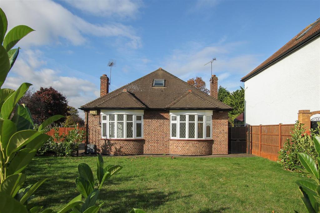 5 Bedrooms Detached Bungalow for sale in Corbets Tey Road, Upminster
