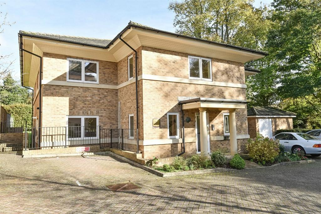 2 Bedrooms Flat for sale in Holly Meadows, Winchester, Hampshire