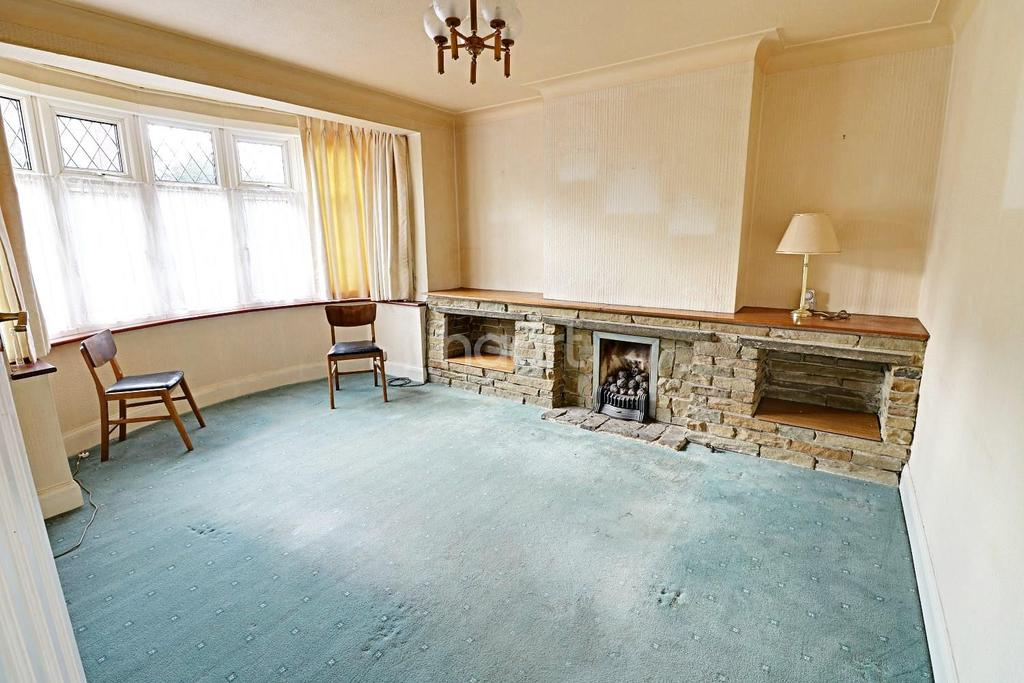 3 Bedrooms Terraced House for sale in Mossford Green, Barkingside