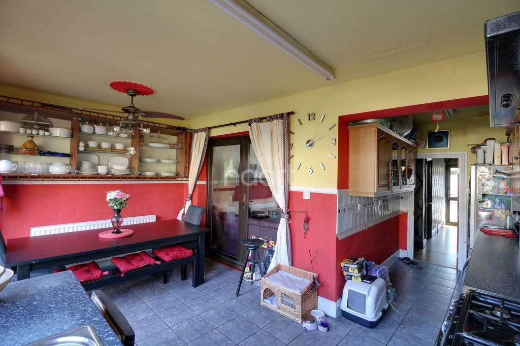 4 Bedrooms Terraced House for sale in Hale End Road, Walthamstow