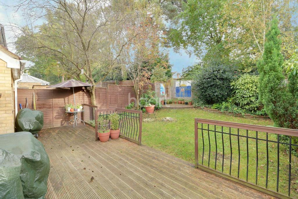 3 Bedrooms Detached House for sale in Heathside Park, Camberley