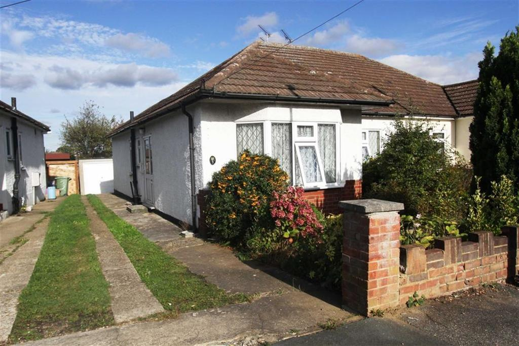 2 Bedrooms Semi Detached Bungalow for sale in Ricketts Drive, Billericay