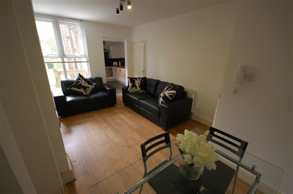5 Bedrooms House Share for rent in Derby Road, Fallowfield, Manchester