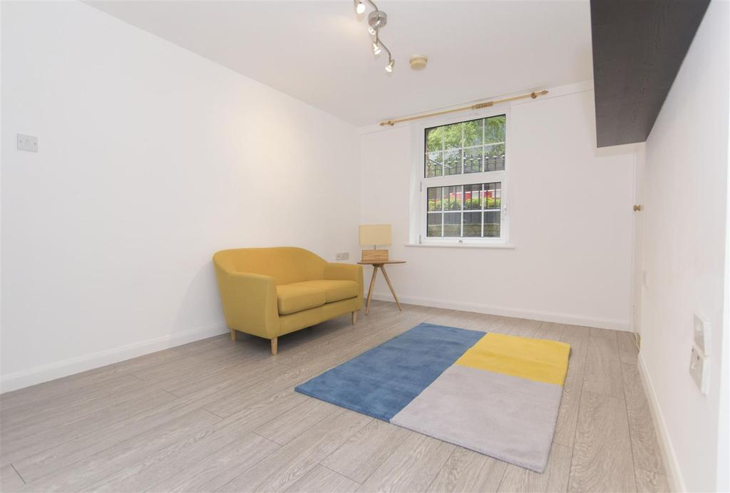 Studio Flat for sale in Ebury Bridge Road, London, SW1W