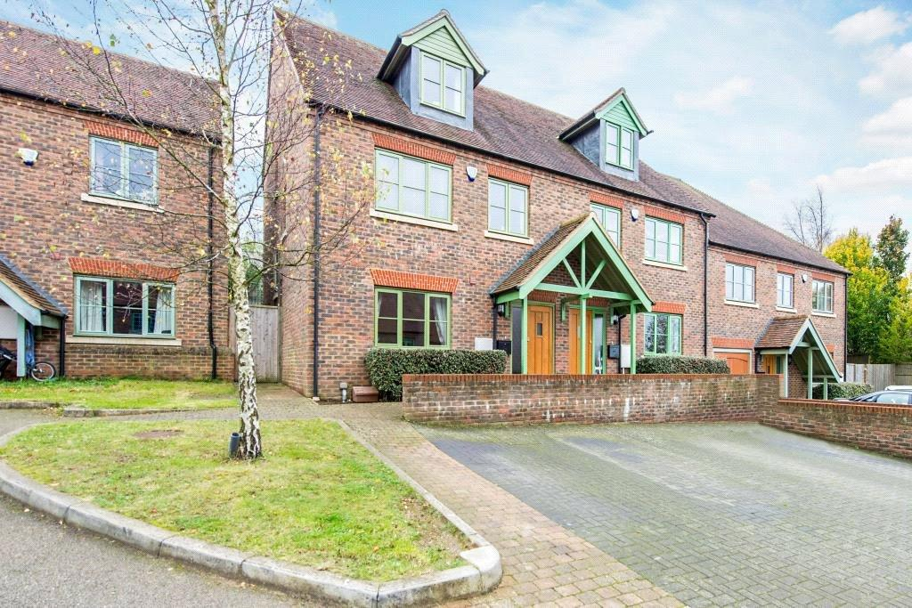 4 Bedrooms Semi Detached House for sale in Cowslip Meadow, Berkhamsted, Hertfordshire, HP4