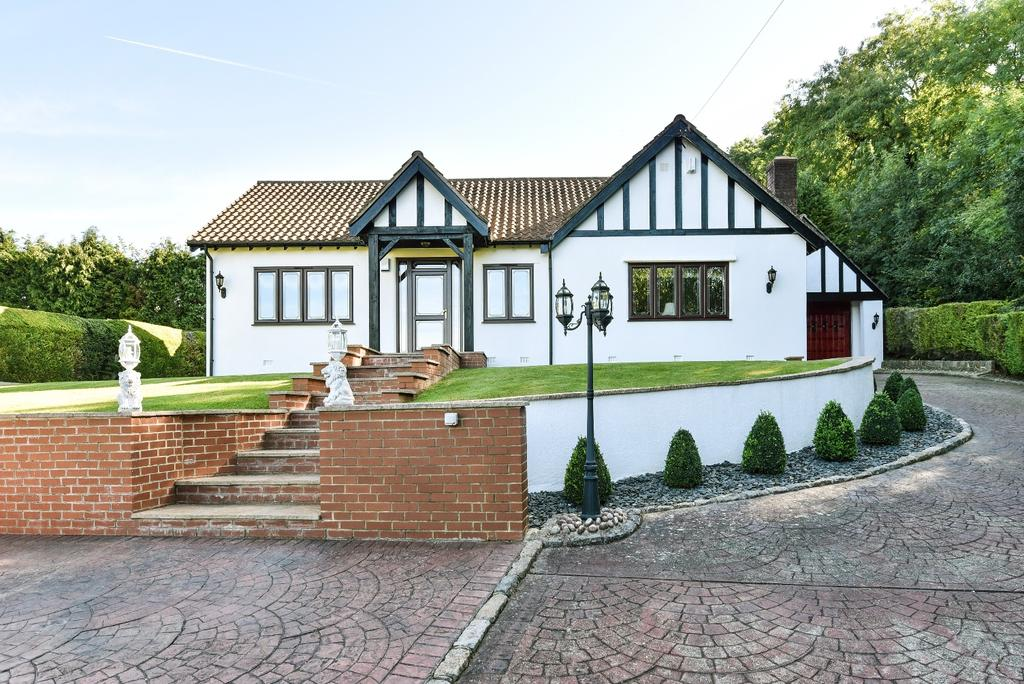 4 Bedrooms Bungalow for sale in Stonehouse Road Halstead TN14