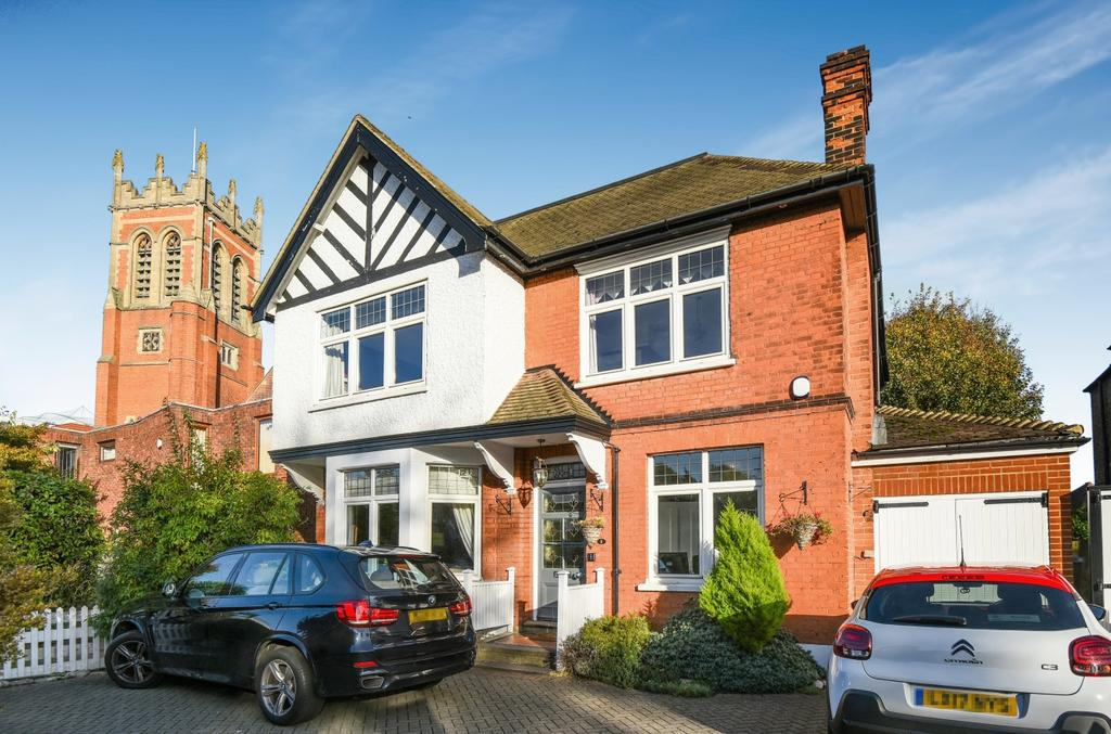 6 Bedrooms Detached House for sale in Hayes Road BR2