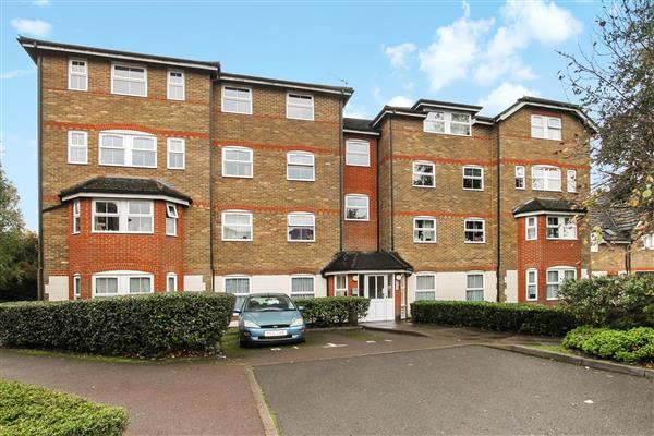 2 Bedrooms Apartment Flat for sale in Wingate Court, Aldershot, Aldershot