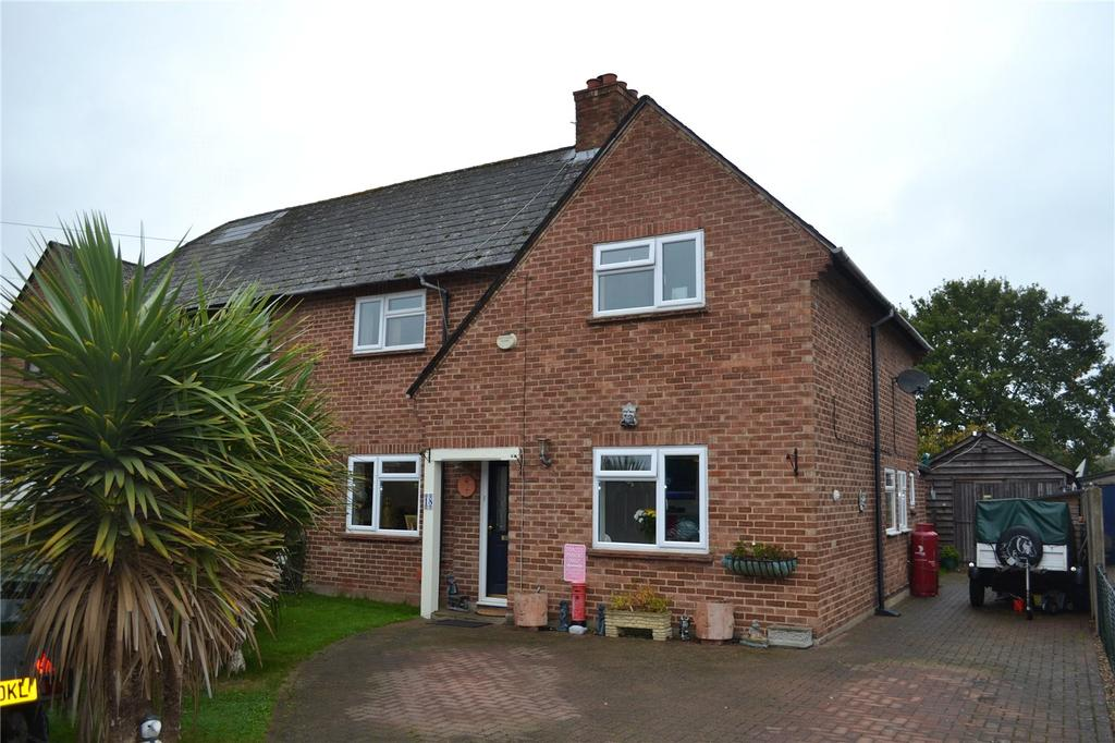 3 Bedrooms Semi Detached House for sale in Downfield Road, Waltham St Lawrence, Berkshire, RG10