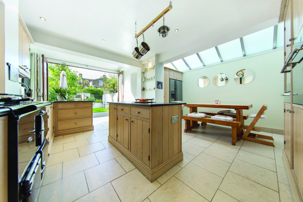 5 Bedrooms Terraced House for sale in Caldervale Road, SW4