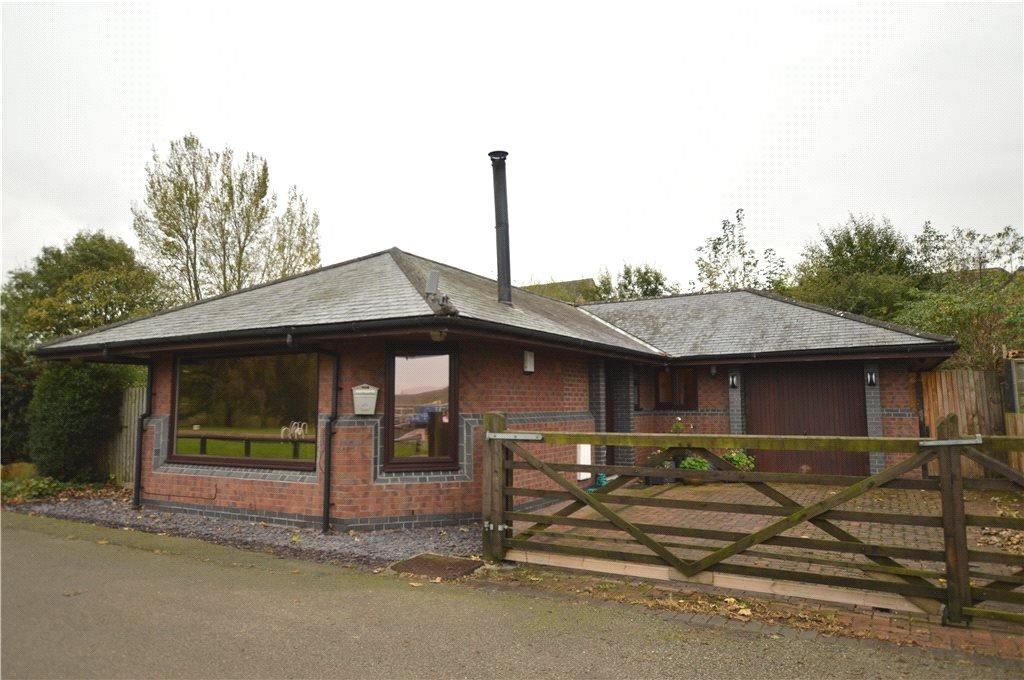 3 Bedrooms Detached Bungalow for sale in New Lock Bungalow, Pottery Lane, Woodlesford, Leeds, West Yorkshire