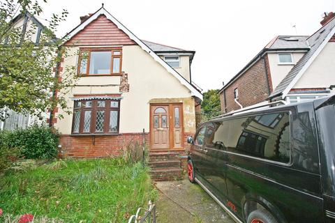 3 bedroom semi-detached house for sale - Merridale Road, Southampton, SO19 7AD