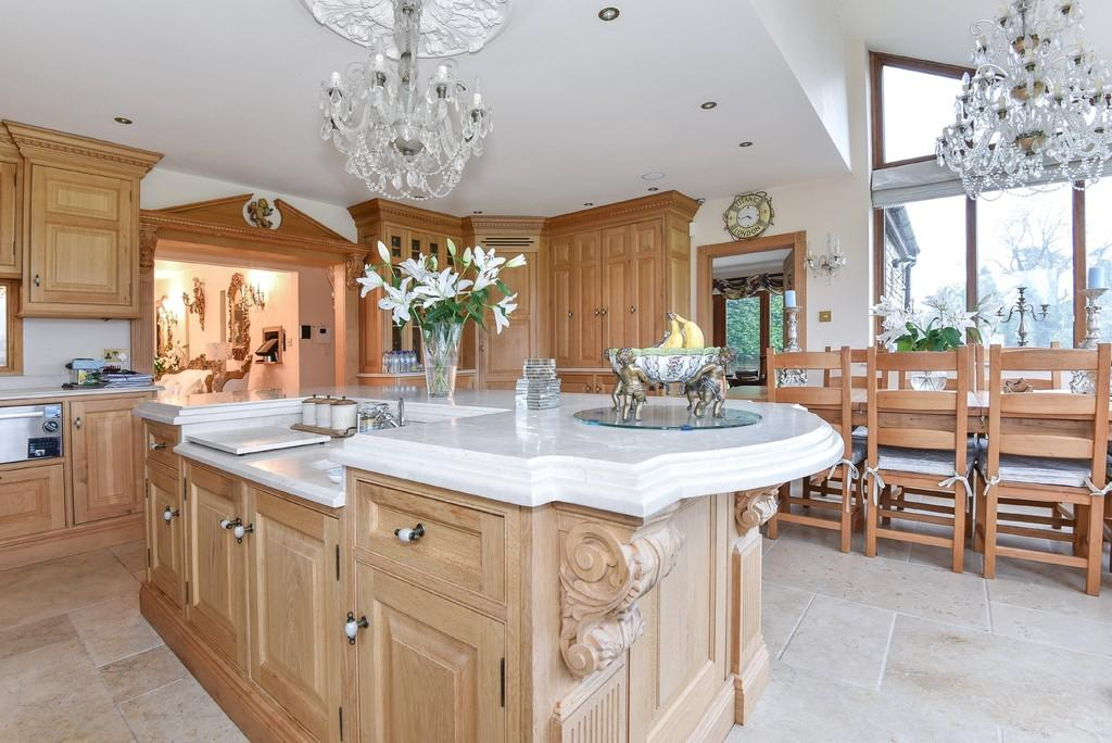 6 Bedrooms Detached Bungalow for sale in Whiteway, Stroud