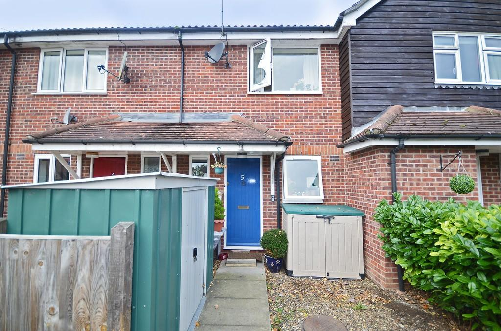2 Bedrooms Terraced House for sale in Farrow Close, Mattishall